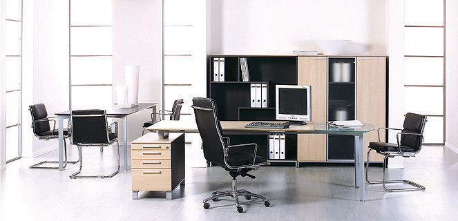 Meble gabinetowe Binar biurko wsparte na kontenerze oraz szafy gabinetowe