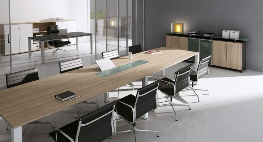 Stół konferencyjny MARO GRAF ze wstawką szklaną oraz witryna gabinetowa z blatem szklanym