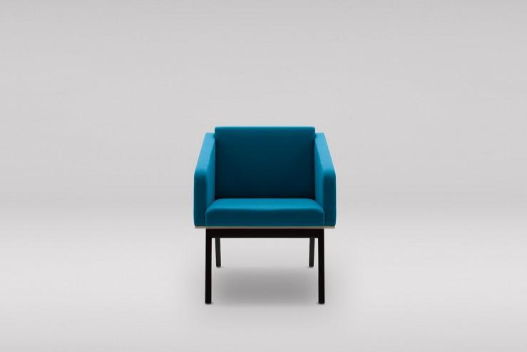Fotel FIN z podłokietnikami podstawa drewniana