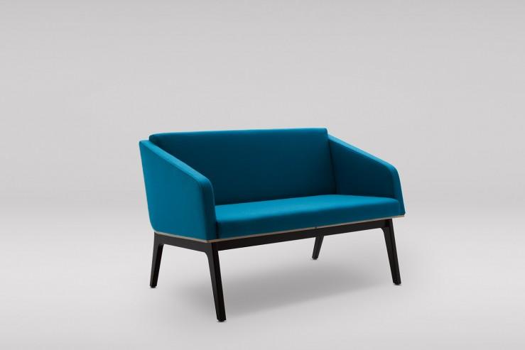 Sofa FIN 2 z podłokietnikami podstawa drewniana